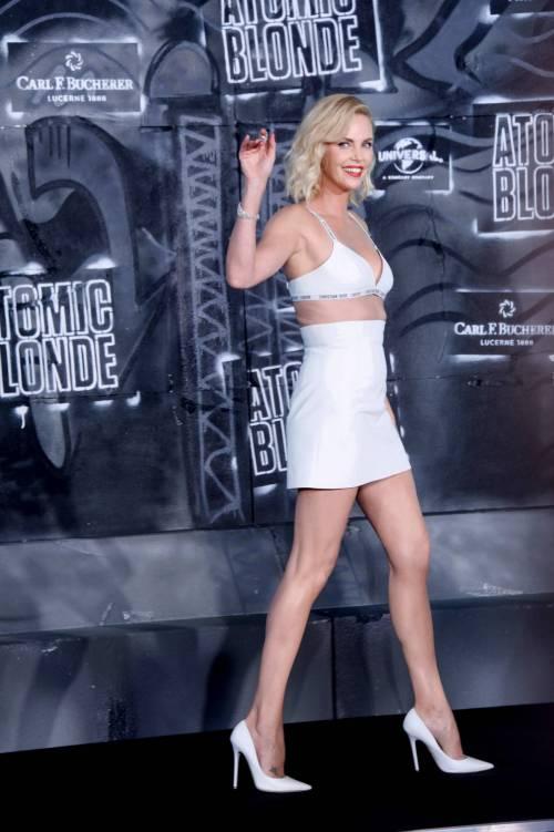 Charlize Theron sexy alla première di Atomic Blonde 4