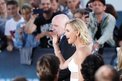 Charlize Theron sexy alla première di Atomic Blonde 1