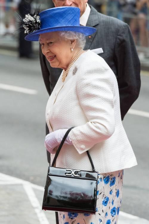 Tiare, guanti e cappellini: così si vestono i reali britannici 2
