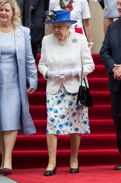 Tiare, guanti e cappellini: così si vestono i reali britannici 4