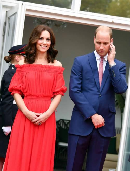 Tiare, guanti e cappellini: così si vestono i reali britannici 8