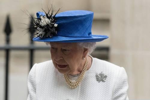 Tiare, guanti e cappellini: così si vestono i reali britannici 3