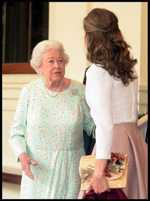 Tiare, guanti e cappellini: così si vestono i reali britannici 5