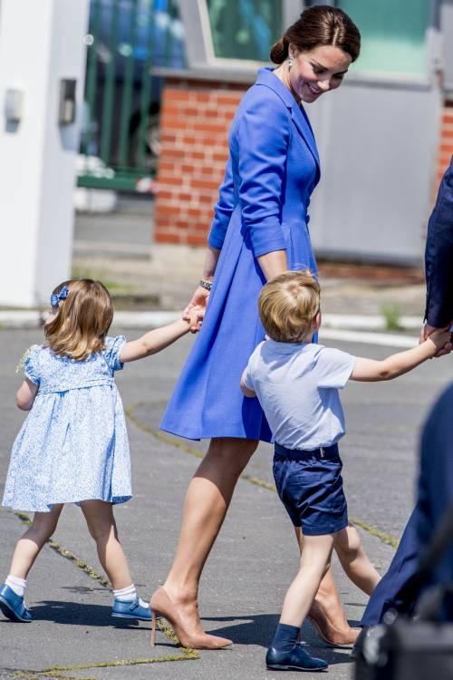 Tiare, guanti e cappellini: così si vestono i reali britannici 9
