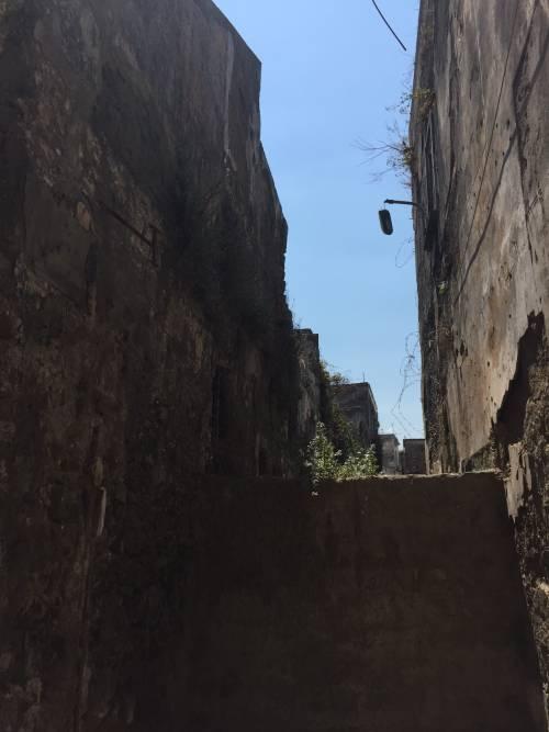 """Nel centro di Torre Annunziata, """"Pompei moderna"""" fatta di ruderi abitati 3"""