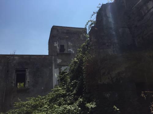 """Nel centro di Torre Annunziata, """"Pompei moderna"""" fatta di ruderi abitati 5"""
