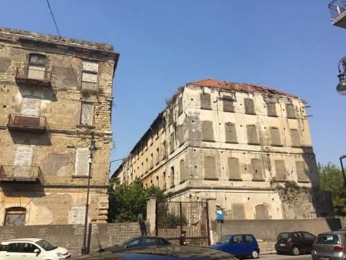 """Nel centro di Torre Annunziata, """"Pompei moderna"""" fatta di ruderi abitati 6"""