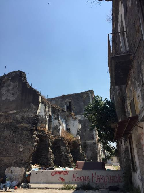 """Nel centro di Torre Annunziata, """"Pompei moderna"""" fatta di ruderi abitati 7"""