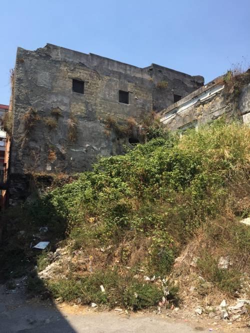 """Nel centro di Torre Annunziata, """"Pompei moderna"""" fatta di ruderi abitati 12"""