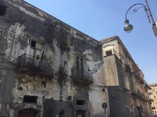 """Nel centro di Torre Annunziata, """"Pompei moderna"""" fatta di ruderi abitati 15"""