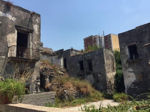 """Nel centro di Torre Annunziata, """"Pompei moderna"""" fatta di ruderi abitati 1"""