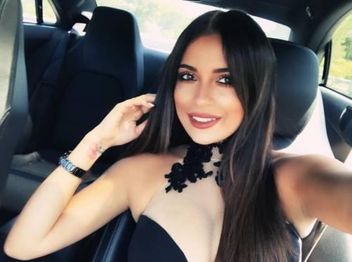 Alessia Magari hot, esplosiva in bikini 14