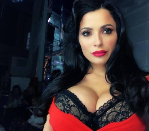 Alessia Magari hot, esplosiva in bikini 27