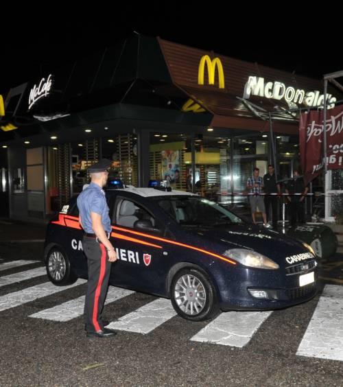 Crolla gazebo di McDonald's: un bimbo ferito 11