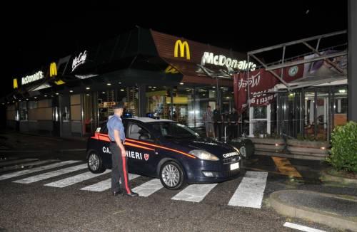 Crolla gazebo di McDonald's: un bimbo ferito 10