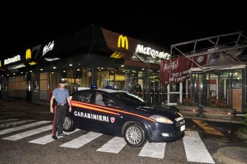 Crolla gazebo di McDonald's: un bimbo ferito 15