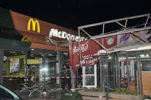 Crolla gazebo di McDonald's: un bimbo ferito 2