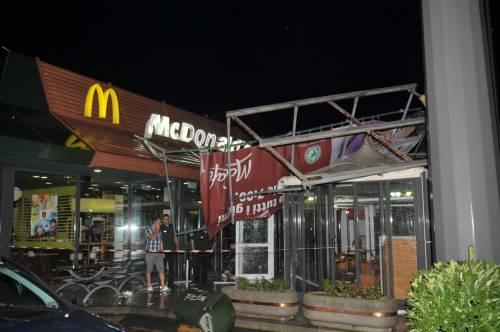 Crolla gazebo di McDonald's: un bimbo ferito 19