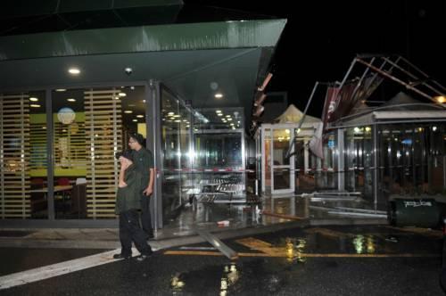 Crolla gazebo di McDonald's: un bimbo ferito 18
