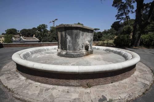 Roma allarme siccit acea annuncia riduzione acqua di for Piani di cabina di log gratuiti