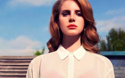 Lana Del Rey perde la voce e annulla il tour