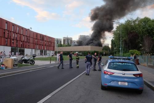 Milano, incendio in un deposito di rifiuti 4