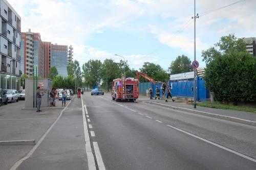 Milano, incendio in un deposito di rifiuti 6