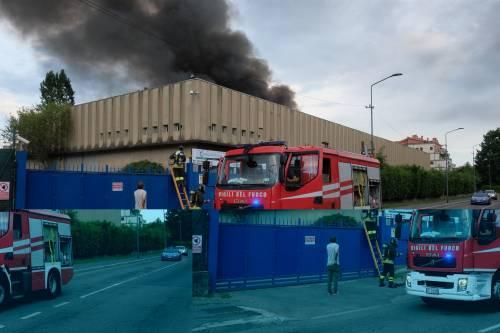 Milano, incendio in un deposito di rifiuti 9