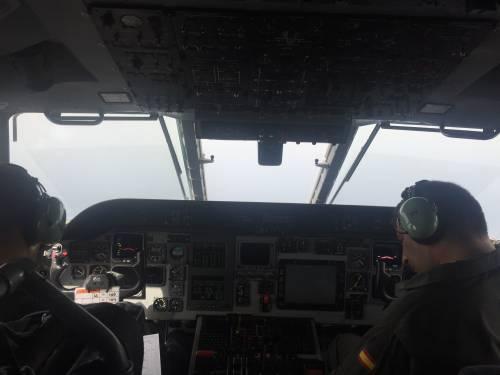 A bordo degli aerei di Frontex, a caccia di trafficanti di uomini 3