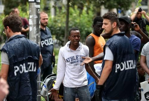 Migranti, nuovo blitz della polizia in stazione Centrale 5