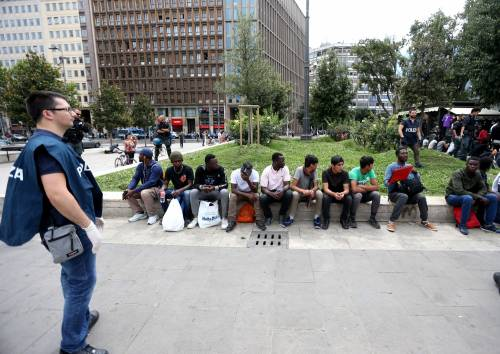 Migranti, nuovo blitz della polizia in stazione Centrale 13