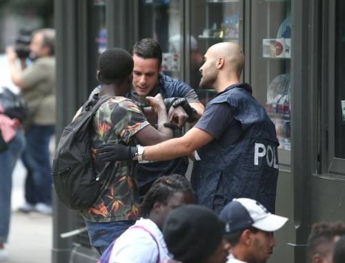 Migranti, nuovo blitz della polizia in stazione Centrale 14