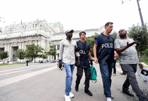 Migranti, nuovo blitz della polizia in stazione Centrale 18