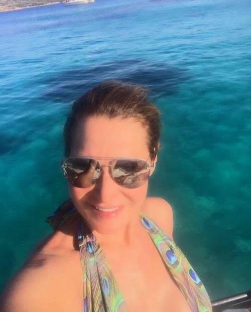 Simona Ventura sexy in vacanza 16