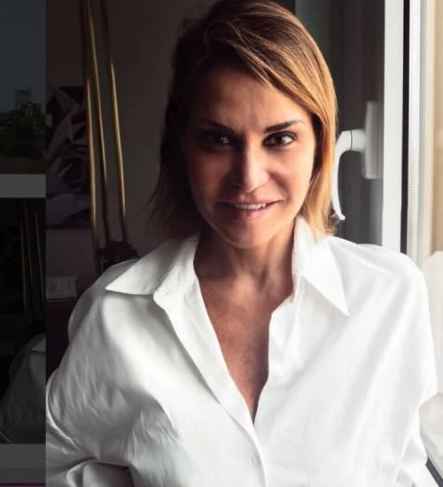 Simona Ventura sexy in vacanza 7