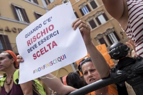 Decreto Vaccini, la protesta dei no-vax davanti a Montecitorio 3
