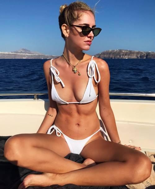 Chiara Ferragni hot, ragnatela sul seno 6