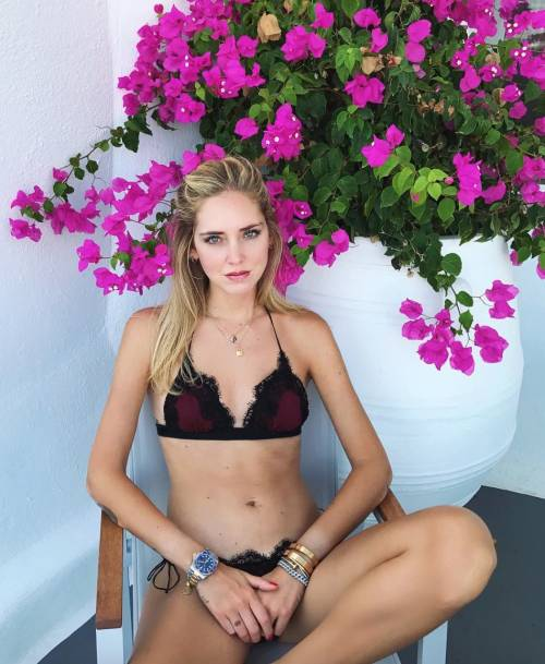 Chiara Ferragni hot, ragnatela sul seno 5