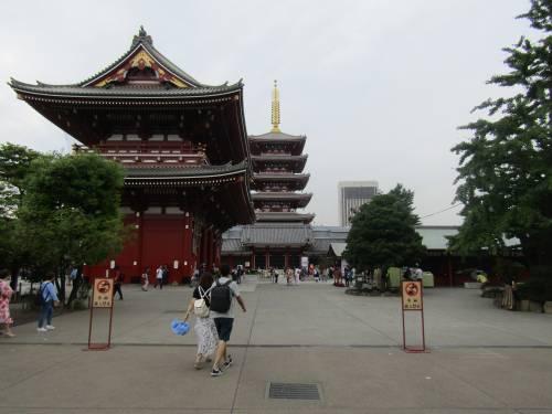 Asakusa, dove all'ombra del Tuono nuotano le carpe 5