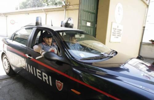 Si masturba di fronte all'asilo. Immigrato morde carabiniere