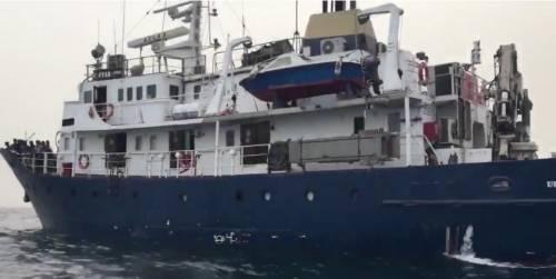 """Nave di destra davanti alla Libia: """"Già identificata la prima Ong"""""""