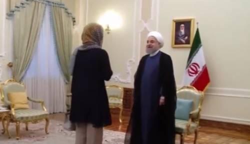 La Mogherini a Teheran con il capo coperto