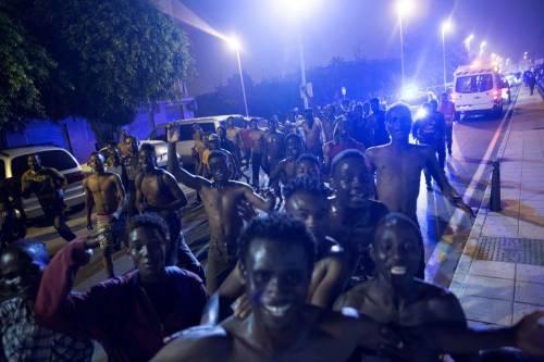 Ceuta, l'assalto dei migranti alla frontiera 9