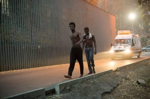 Ceuta, l'assalto dei migranti alla frontiera 8