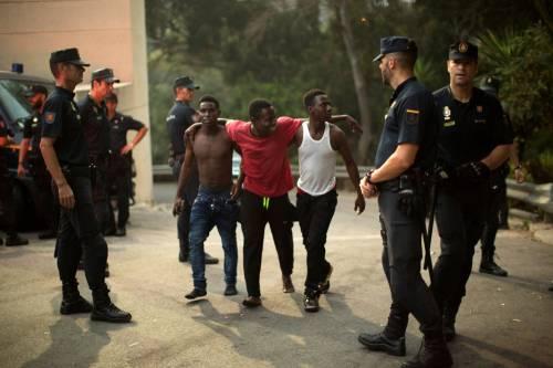 Ceuta, l'assalto dei migranti alla frontiera 11