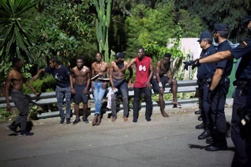 Ceuta, l'assalto dei migranti alla frontiera 12