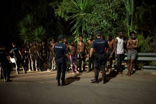 Ceuta, l'assalto dei migranti alla frontiera 13