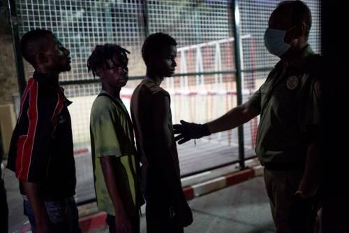 Ceuta, l'assalto dei migranti alla frontiera 16