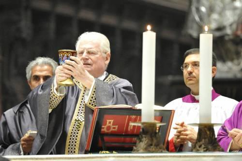 Il caldo saluto della folla. Poi Tettamanzi sepolto in Duomo con Schuster