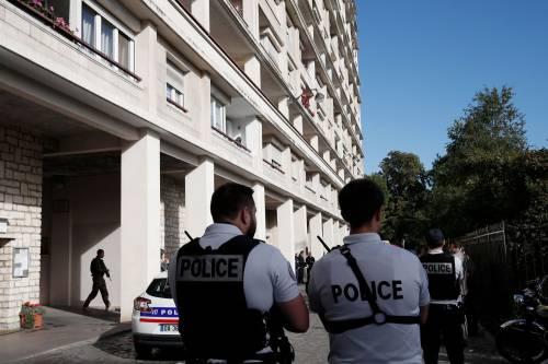 Parigi, auto travolge gruppo militari 5